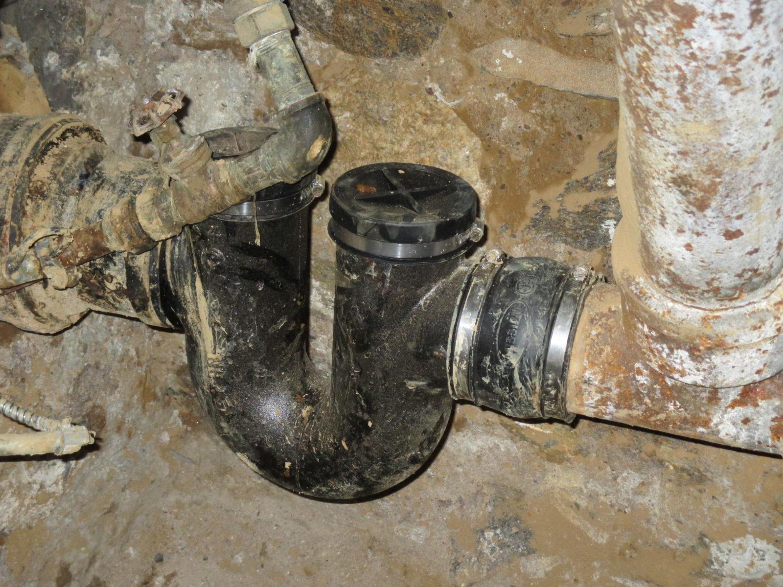 Repair a broken sewer line at foundation wall harris