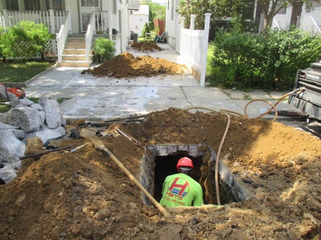 Making tunnels for new water main
