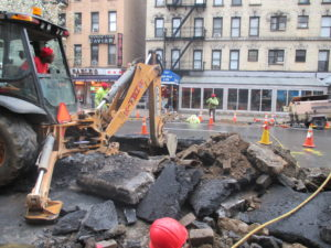 2 Av Manhattan water main installation