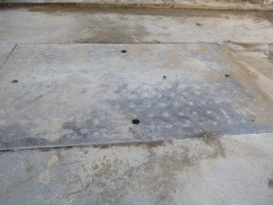Countersinking of roadway plate
